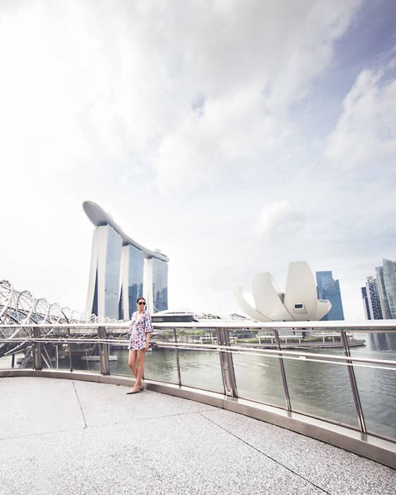 What to see in Singapore in 2 days - Walk over the famous Helix Bridge