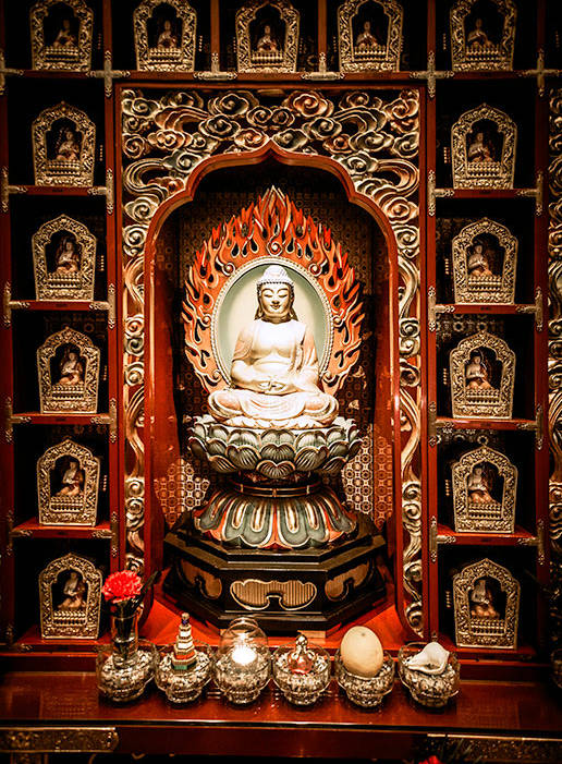 What to see in Singapore in 2 days - visit the Budda Tooth Relic Temple