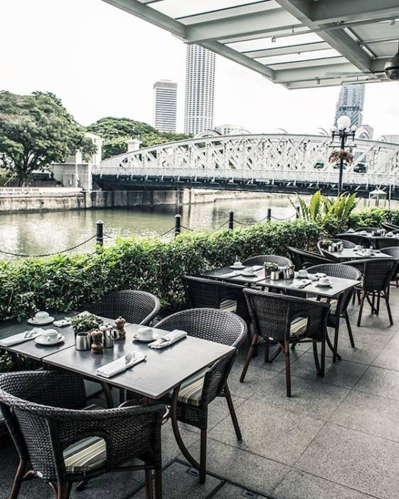 The best luxury hotel in Singapore, the Fullerton, offers great breakfast facilities.