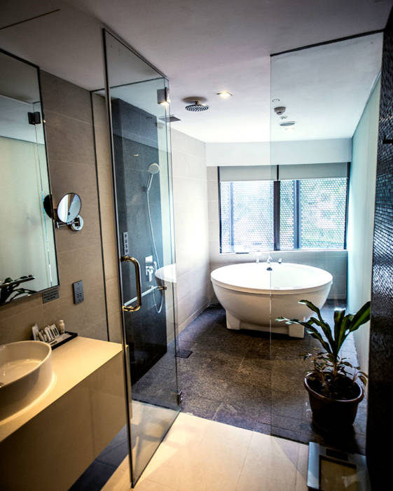 best hotel in singapore for couples bathroom area