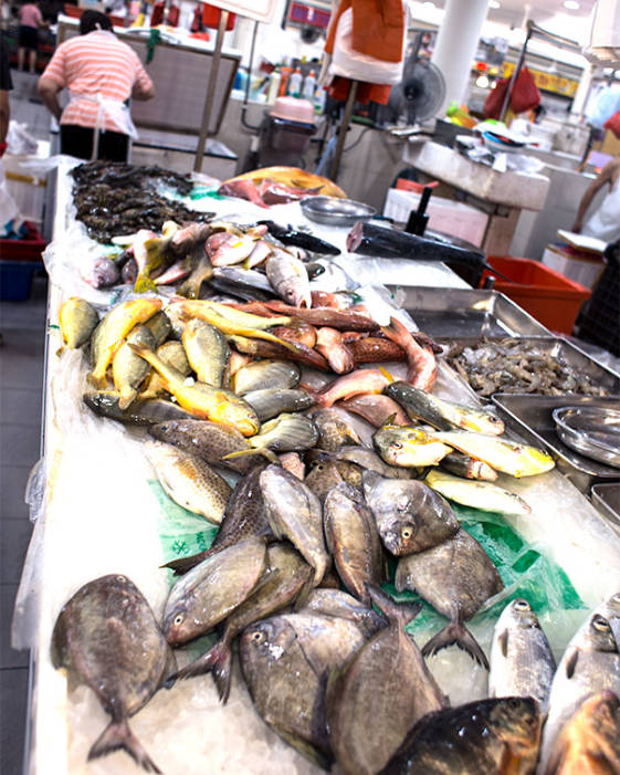 What to do in Singapore in 2 days - visit the Tiong Bahru wet market