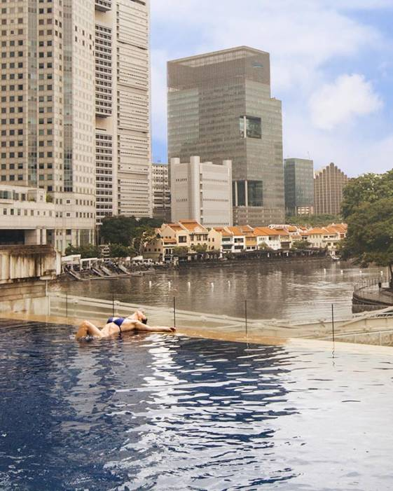 the best luxury hotel in Singapore - gorgeous infinity pool at the Fullerton