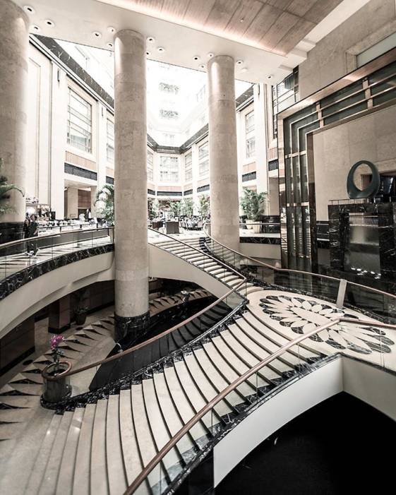 the best hotel in singapore for luxury travellers fullerton hotel lobby
