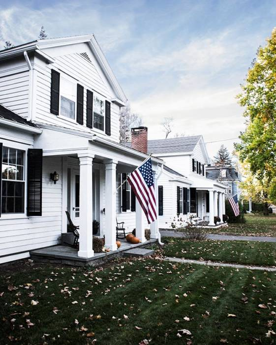 Great weekend getaways from NYC - picture of homes with american flags.
