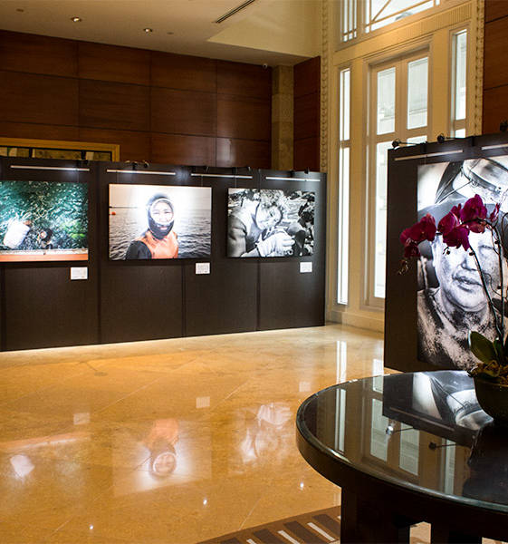 The best luxury hotel in Singapore offers photography exhibits