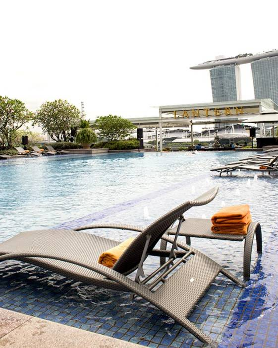 The best luxury hotel in Singapore offers two infinity pools