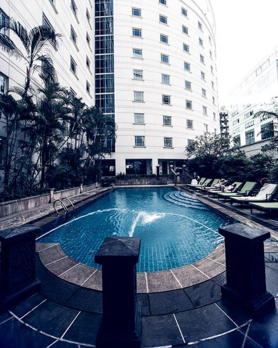 best hotel in singapore for families outdoor pool