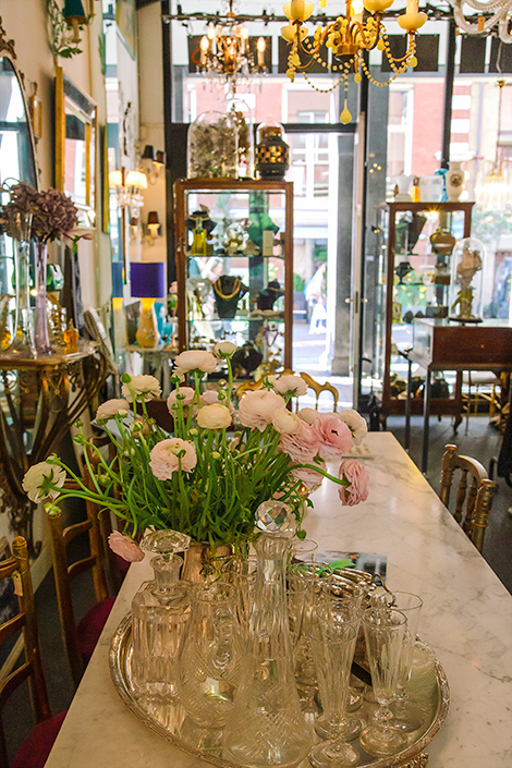 Weird things to do in Amsterdam - shop on Nieuwe street