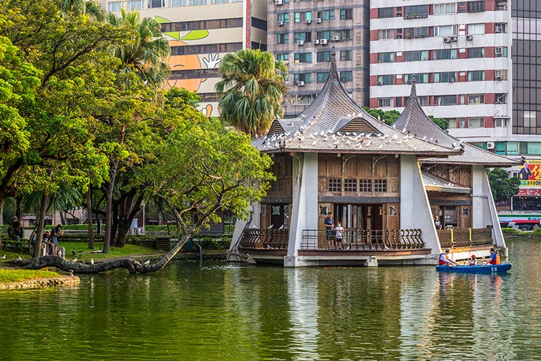The lake house in Taichung Park.