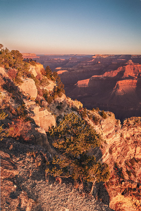 Hopi point lookout - people viewing sunrise in he Grand Canyon.