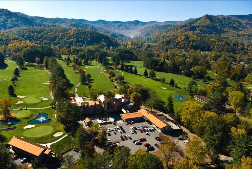 Building and grounds of the Waynesville Inn golf resort.