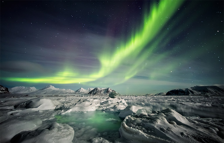 iceland travel tip: how to see the northern lights.